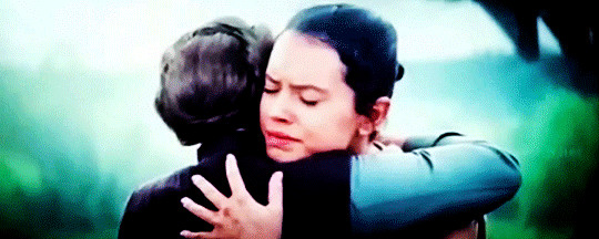 j-j-abrams-debunks-one-rumor-about-rey-s-past-explains-leia-s-hug-in-star-wars-episode-881509